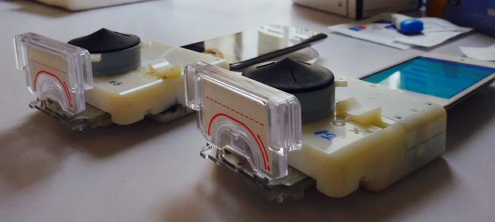Foto: Con este dispositivo 'low cost' y tu móvil podrás diagnosticar VIH en 15 minutos