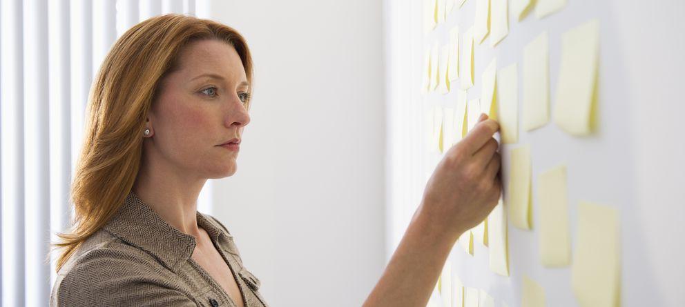 Foto: Poner por escrito aquello que hemos aprendido nos servirá a organizar nuestro tiempo y a ayudar a los demás. (Corbis)