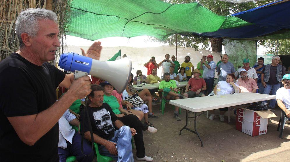 Foto: El líder jornalero del Sindicato Andaluz de Trabajadores Diego Cañamero (i). (EFE)