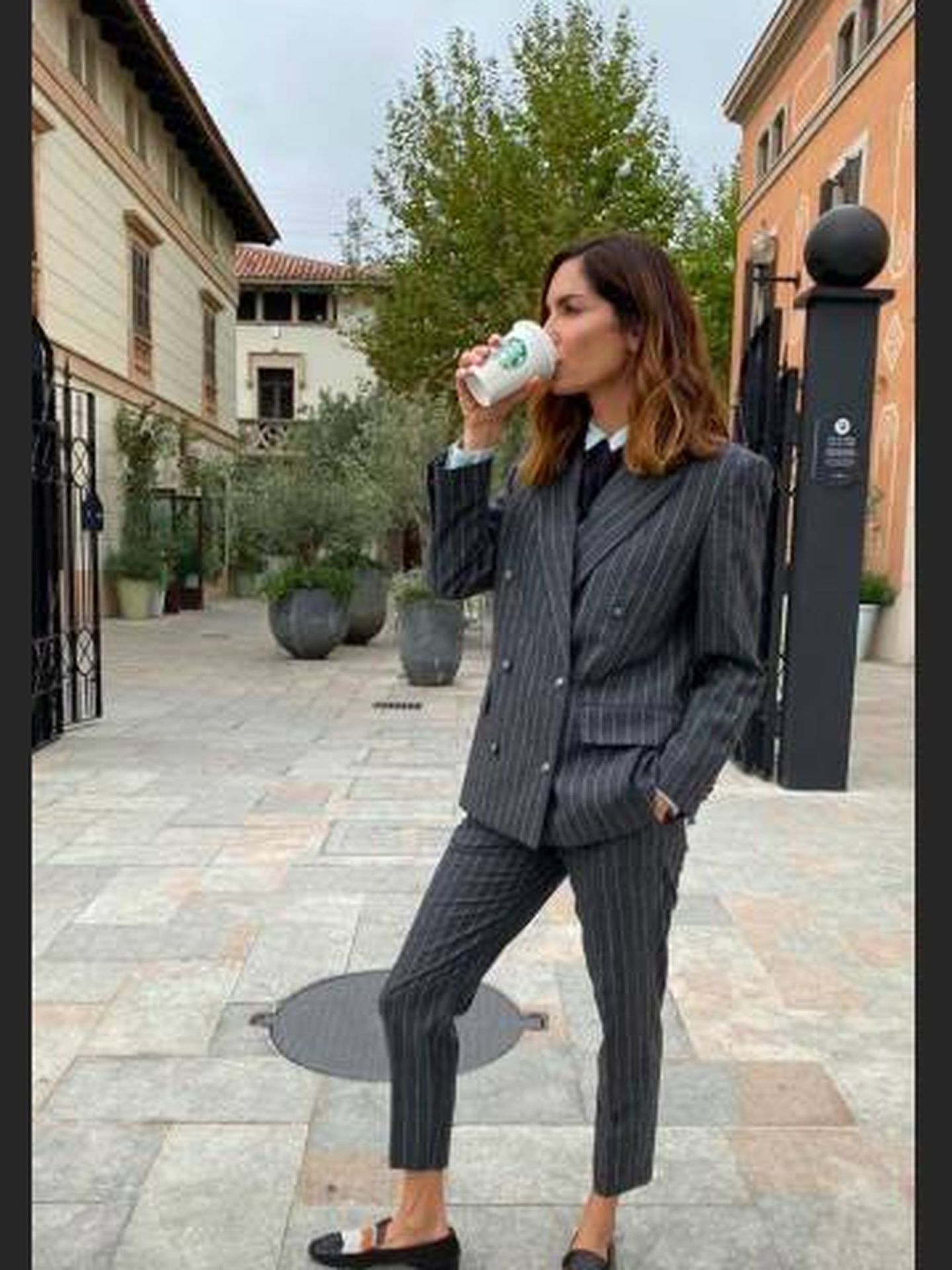 Eugenia Silva, con un outfit a lo gánster. (Instagram)