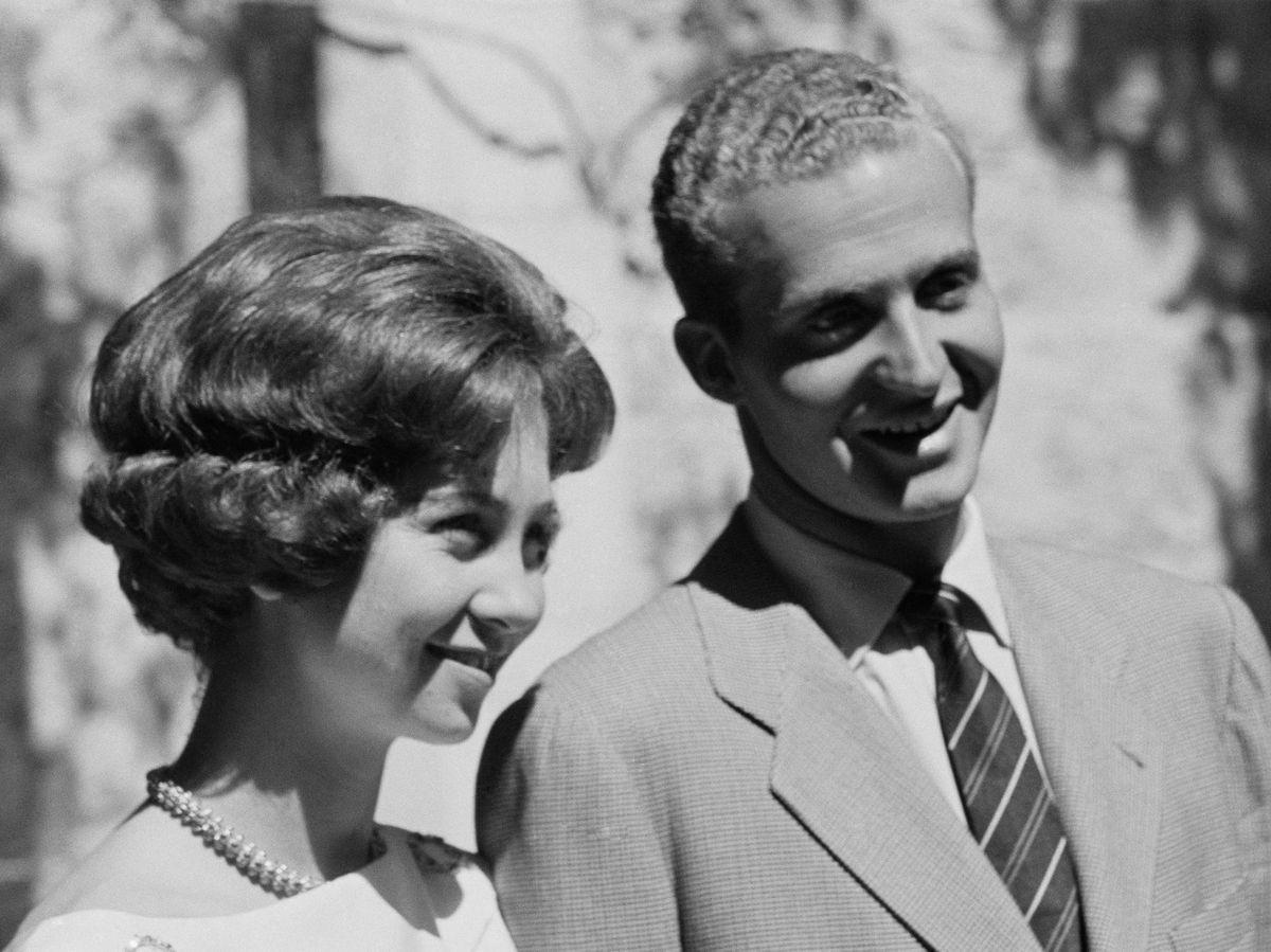 Foto: Don Juan Carlos y doña Sofía, cuando anunciaron su compromiso. (Cordon Press)