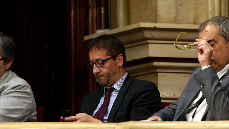 La Generalitat asciende al primer alto funcionario que recela del referéndum