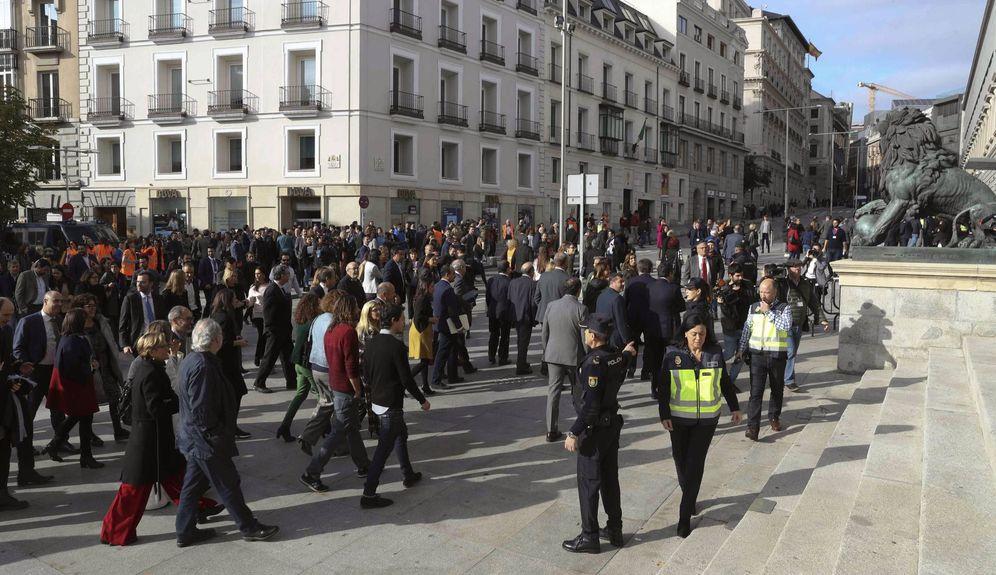Foto: El Congreso interrumpe el pleno de este 14 de noviembre por un simulacro de emergencia. (EFE)