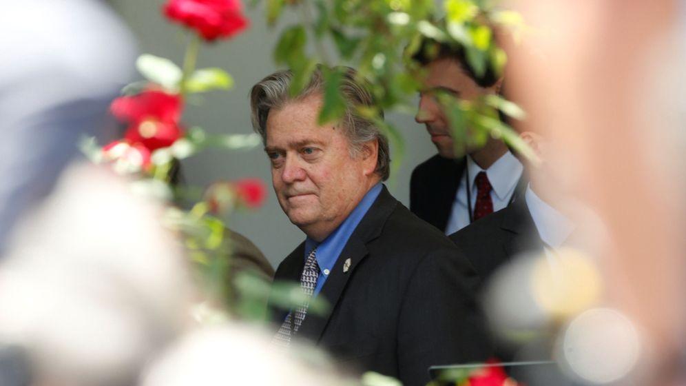 Foto: Steve Bannon en los jardines de la Casa Blanca, en junio de 2017. (Reuters)