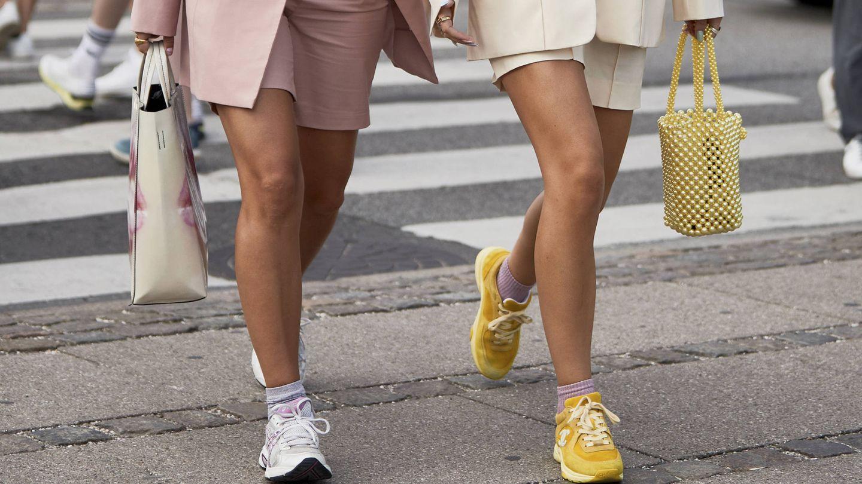 Las zapatillas reinan en las calles. (Imaxtree)
