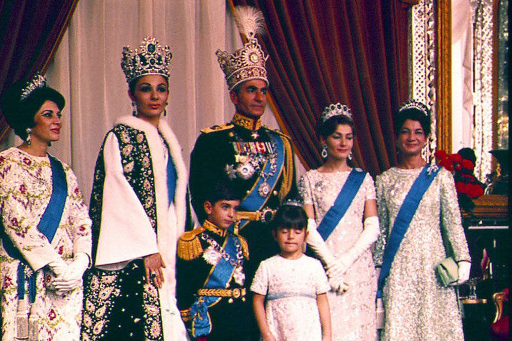 Foto: Mohammad Reza Pahleví, último Sha de Irán, junto a su familia.