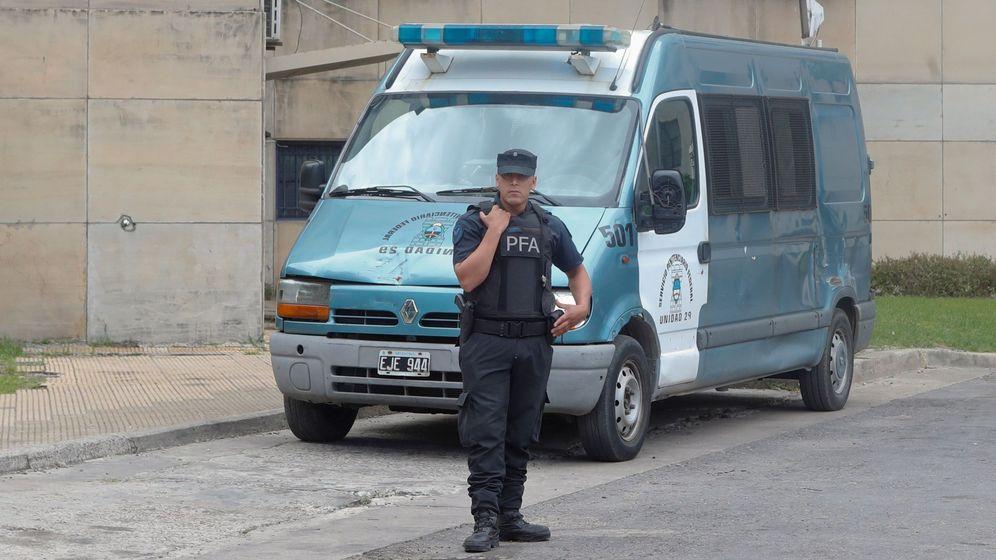 Foto: La policía argentina detuvo al agresor tras llegar a su casa (EFE/Juan Ignacio Roncoroni)