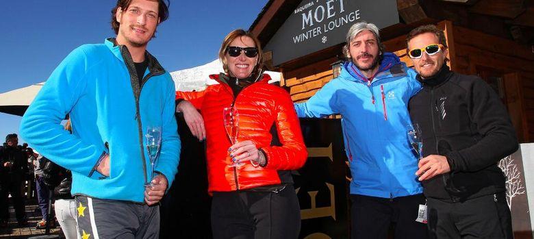 Foto: Luis Medina junto a Alejandra Prat, Alfonso de Borbón y Sete Gibernau