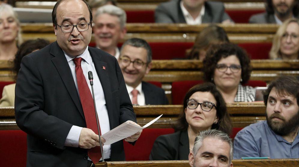 Foto: El líder del PSC, Miquel Iceta, durante un pleno del Parlament. (EFE)
