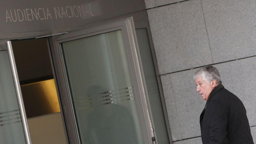 Foto: Arturo Fernández entra en la Audiencia Nacional. (Efe)