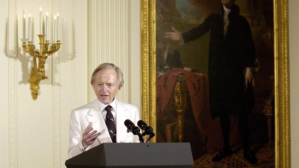 Foto: Tom Wolfe en la Casa Blanca en 2004. (EFE)
