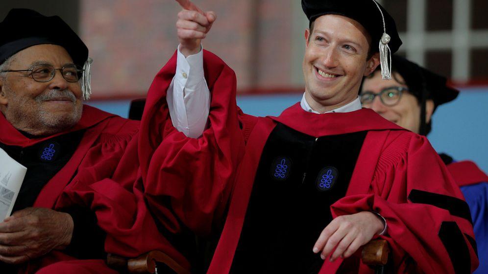 Foto: Mark Zuckerberg en el discurso de Harvard.
