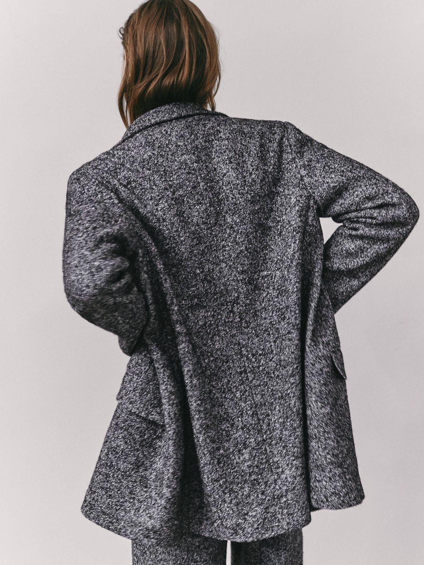 Americana de lana de Massimo Dutti. (Cortesía)