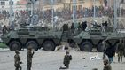 Alta tensión en Ceuta: inmigrantes apedrean a los policías desplegados en la frontera