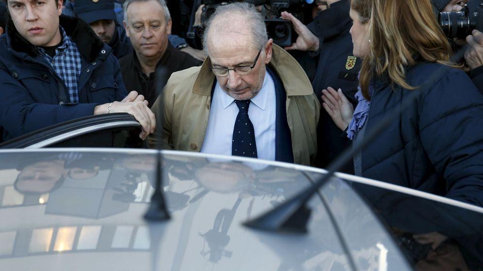 Foto: Rodrigo Rato, al abandonar los juzgados este viernes. (Reuters)