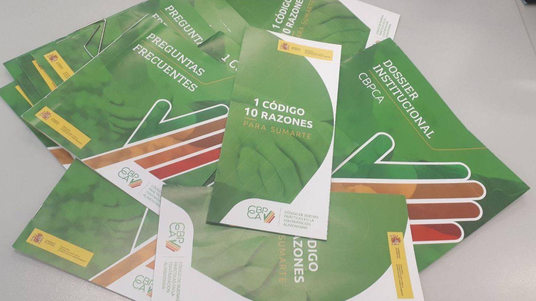 Estos son los folletos que Agricultura está enviando a las empresas. (M. V.)