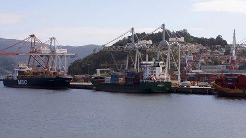 Pescando más de 10 toneladas de residuos en el puerto de Vigo