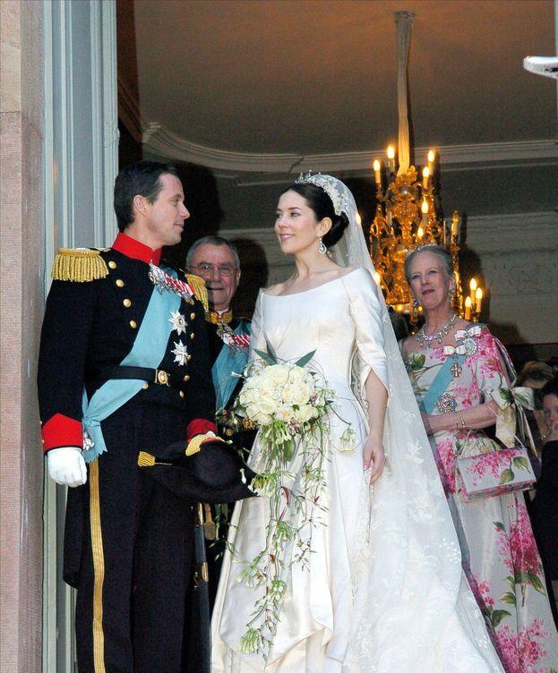 7bb8617d1 Esta es la causa por la que Mary llevó el vestido de novia más feo ...