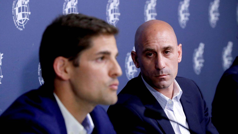 Robert Moreno, junto a Rubiales, es el sustituto de Luis Enrique al frente de la Selección. (EFE)