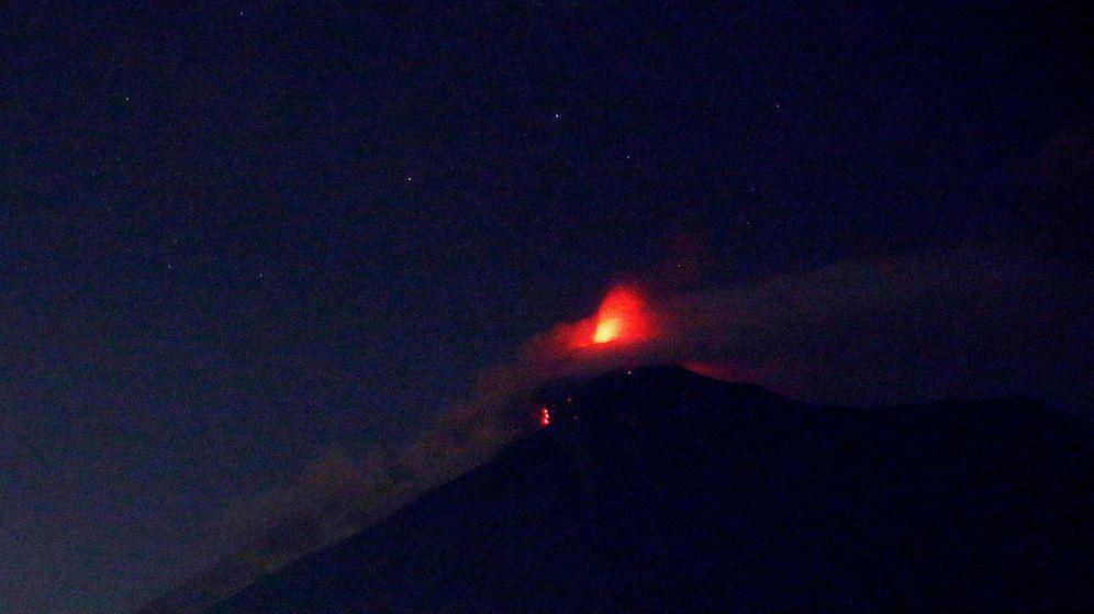 Foto: Momento de la erupción del volcán de Fuego de Guatemala. (EFE)