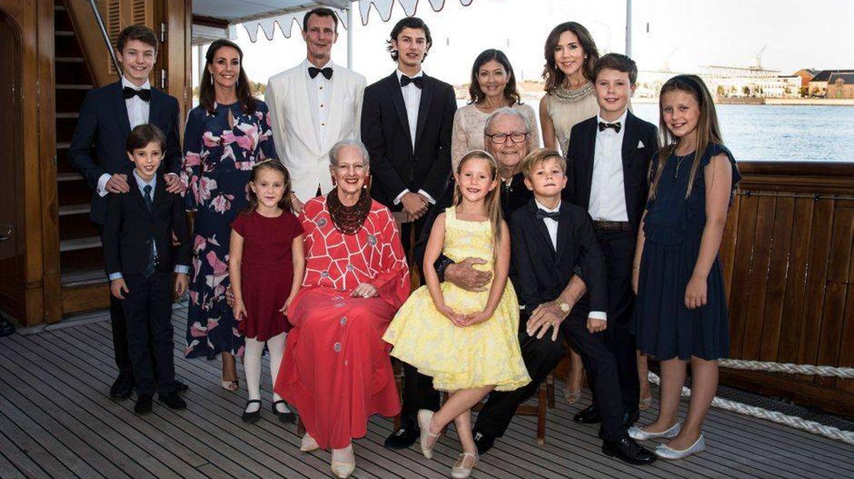 La familia en el cumpleaños de Nicolás. (Kongehuset)
