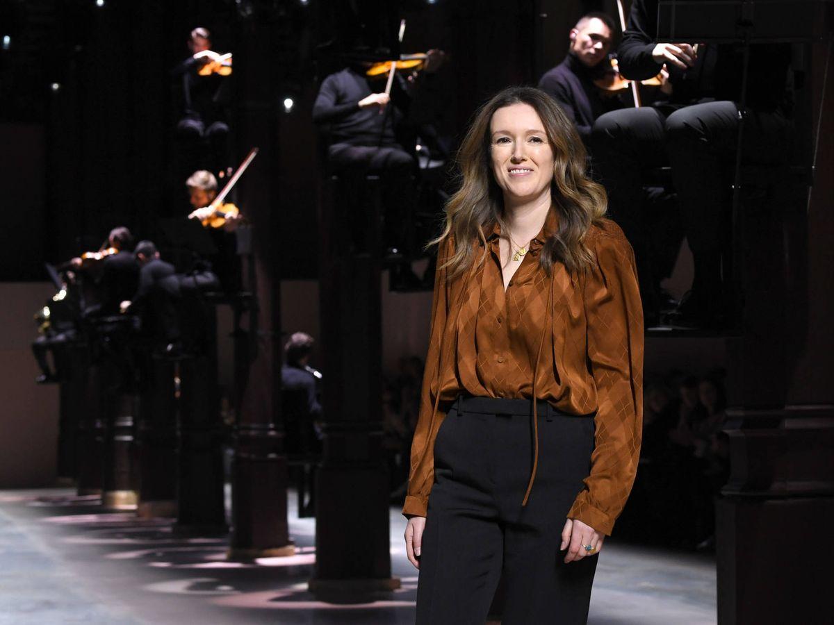 Foto: Clare Waight Keller en el cierre de su último desfile para Givenchy (Getty)