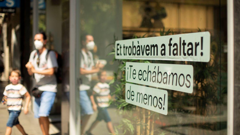 Foto: Imagen de un cartel en un comercio de Barcelona. (EFE)