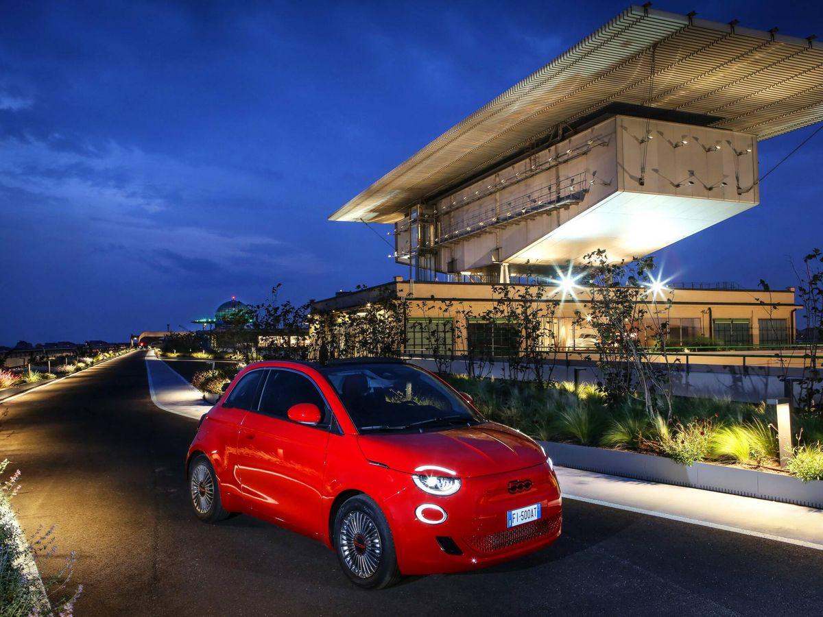 Foto: Fiat se asocia con (RED) para dar esta versión especial de su familia 500 al completo.