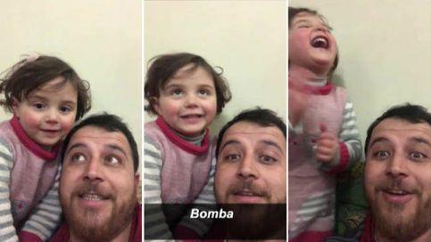 Un padre sirio finge ante su hija que las bombas son un juego