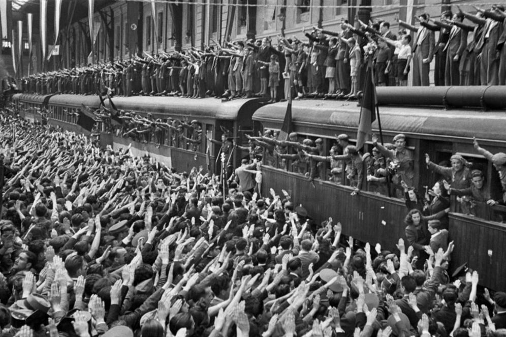 Foto: Despedida de la División Azul en la Estación del Norte (AGA)