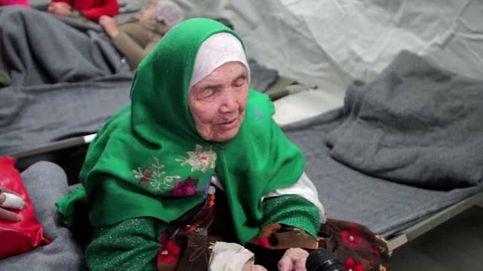 Llega a Europa una refugiada de 105 años: Me duelen las piernas, pero estoy bien