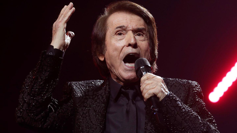 El cantante Raphael durante el concierto en el Wizink Center de Madrid. (EFE)