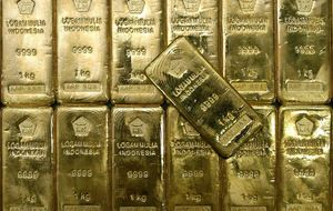 El oro vuelve a lucir subidas de doble dígito en 2014 al escalar hasta los 1.330 dólares