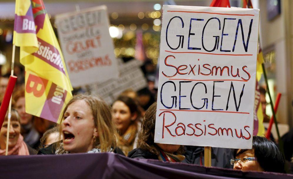 Foto: Mujeres alemanas durante una manifestación en Colonia contra las agresiones y el racismo, el 5 de enero de 2015 (Reuters).