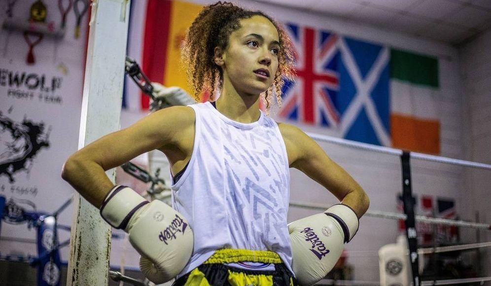 Foto:  Lara preparándose junto a un compañero para su próximo combate en Londres. (Fernando Ruso)