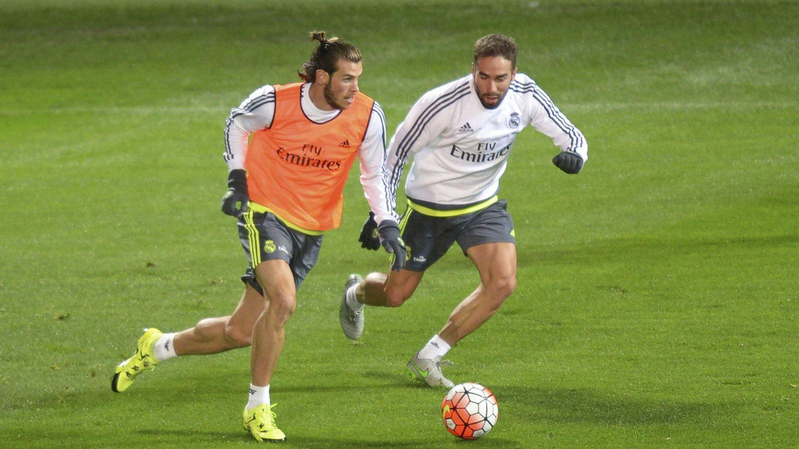 Foto: Gareth Bale, en un entrenamiento junto a Carvajal.