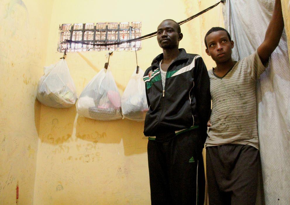 Foto: Yacob Abobak y Miron Mahari en su celda de la prisión en Al Arish (Pilar Cebrián).