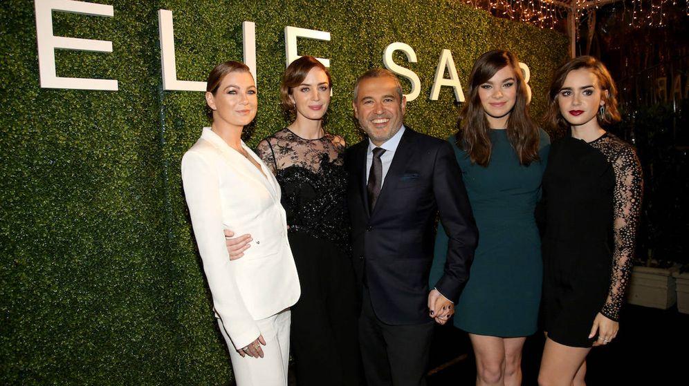 Foto:  Las actrices Ellen Pompeo, Emily Blunt, Lily Collins y Hailee Steinfeld con el diseñador Elie Saab (Getty)
