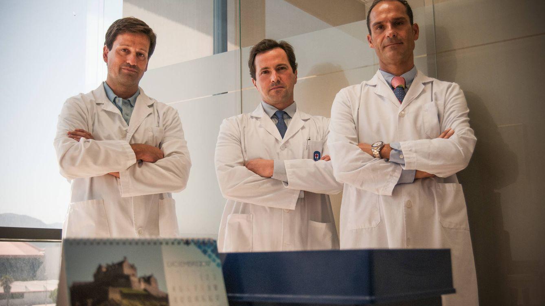Foto: Los doctores César Ramírez, Alejandro Rodriguez y Rafael López, en el Hospital Quirón de Málaga