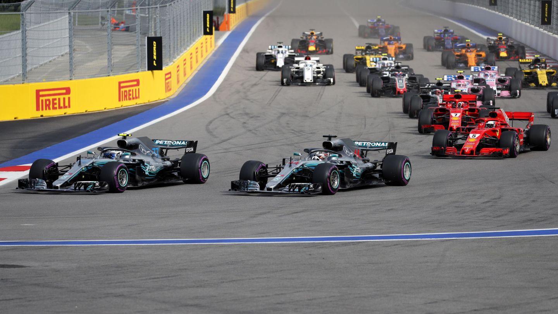 Ferrari no pudo hacer nada contra Mercedes en Rusia. (EFE)