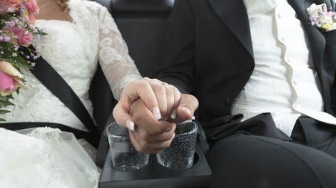 Aplauso en plena misa después de que un cura católico anunciara su boda
