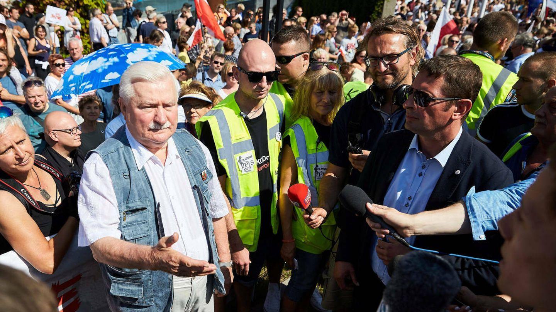 El expresidente polaco Lech Walesa participa en una protesta contra la reforma en Gdansk, el 22 de julio de 2017. (Reuters)
