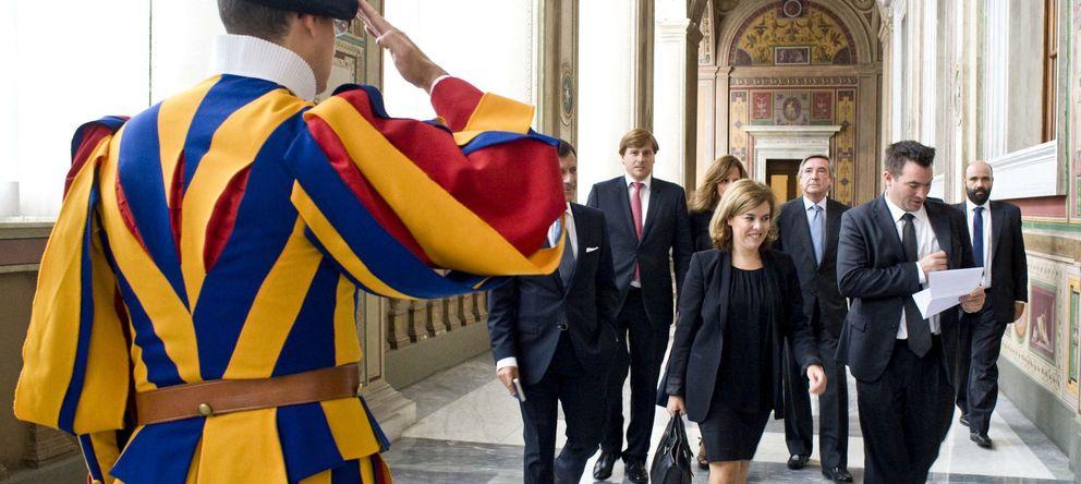 Foto: La vicepresidenta del Gobierno español, Soraya Sáenz de Santamaría, a su llegada a la Santa Sede. (EFE)