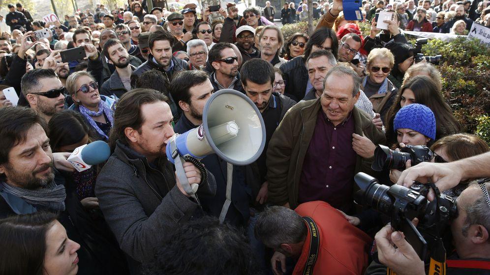 Foto: Pablo Iglesias en la concentración contra la pobreza energética. (EFE)