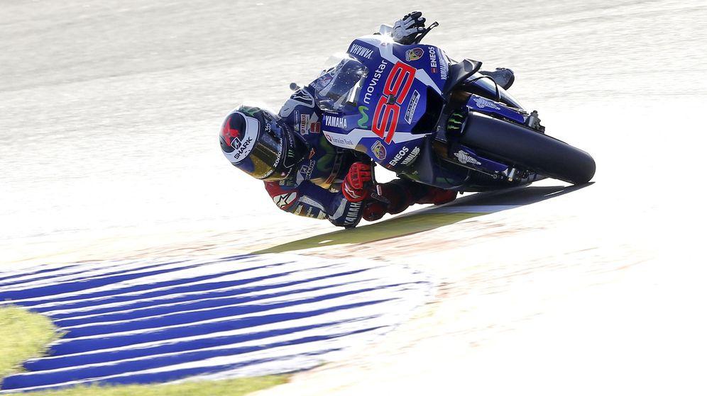 Foto: Jorge Lorenzo se irá de Yamaha a lo grande (Manuel Bruque/EFE).