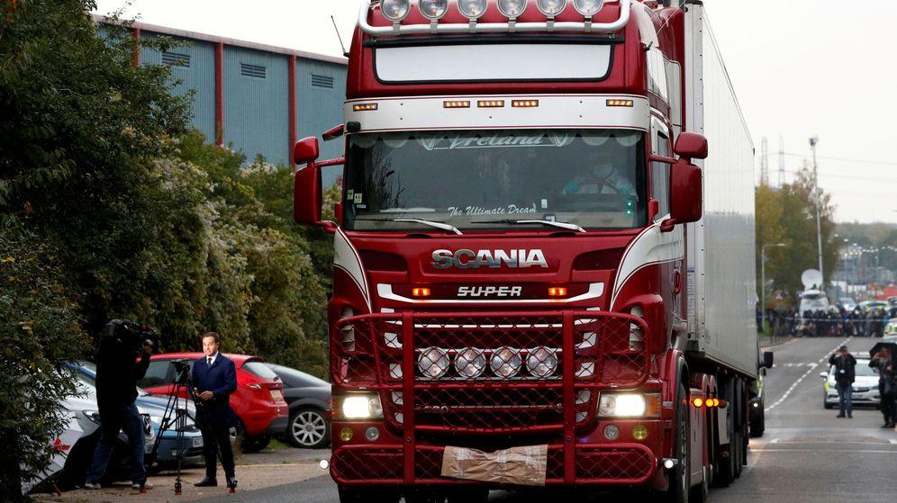 Foto: El camión en el que fueron descubiertos los cuerpos. (Reuters)