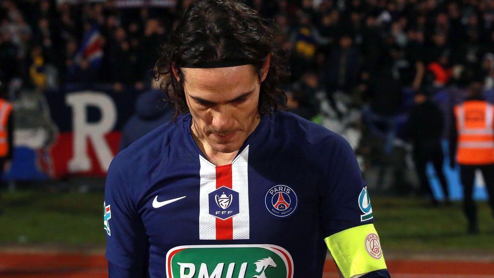 Foto: Edison Cavani, con el brazalete de capitán, en un partido con el Paris Saint Germain. (Efe)