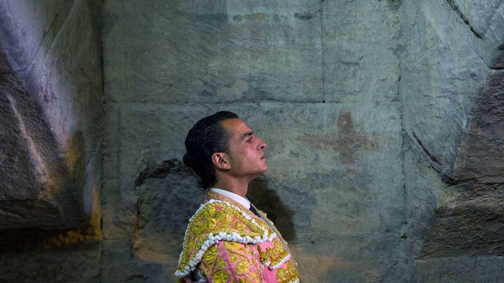 Foto: El matador Iván Fandiño, concentrado antes de una corrida en la plaza francesa de Arles. (AFP)