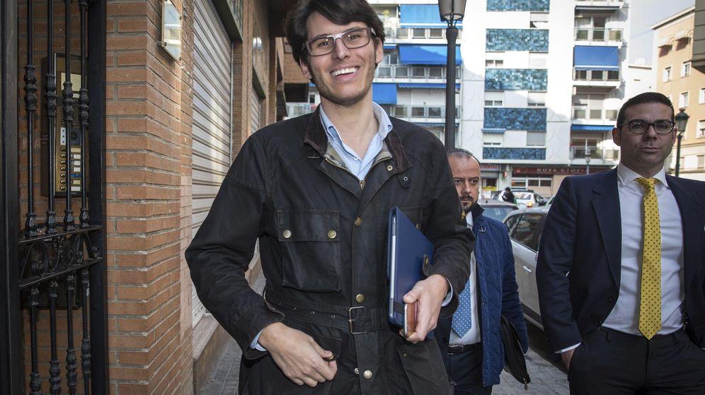 Foto: Luis Salom, cuando tuvo que declarar por la operación Taula. (EFE)