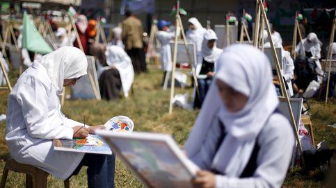 Las chicas que desafían la moral islamista de Hamás montando en bicicleta